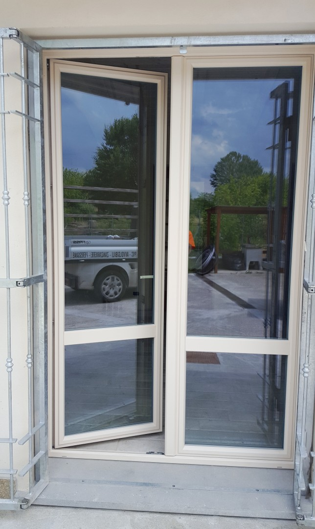 Fass serramenti pistoia toscana infissi alluminio e pvc for Porta finestra pvc